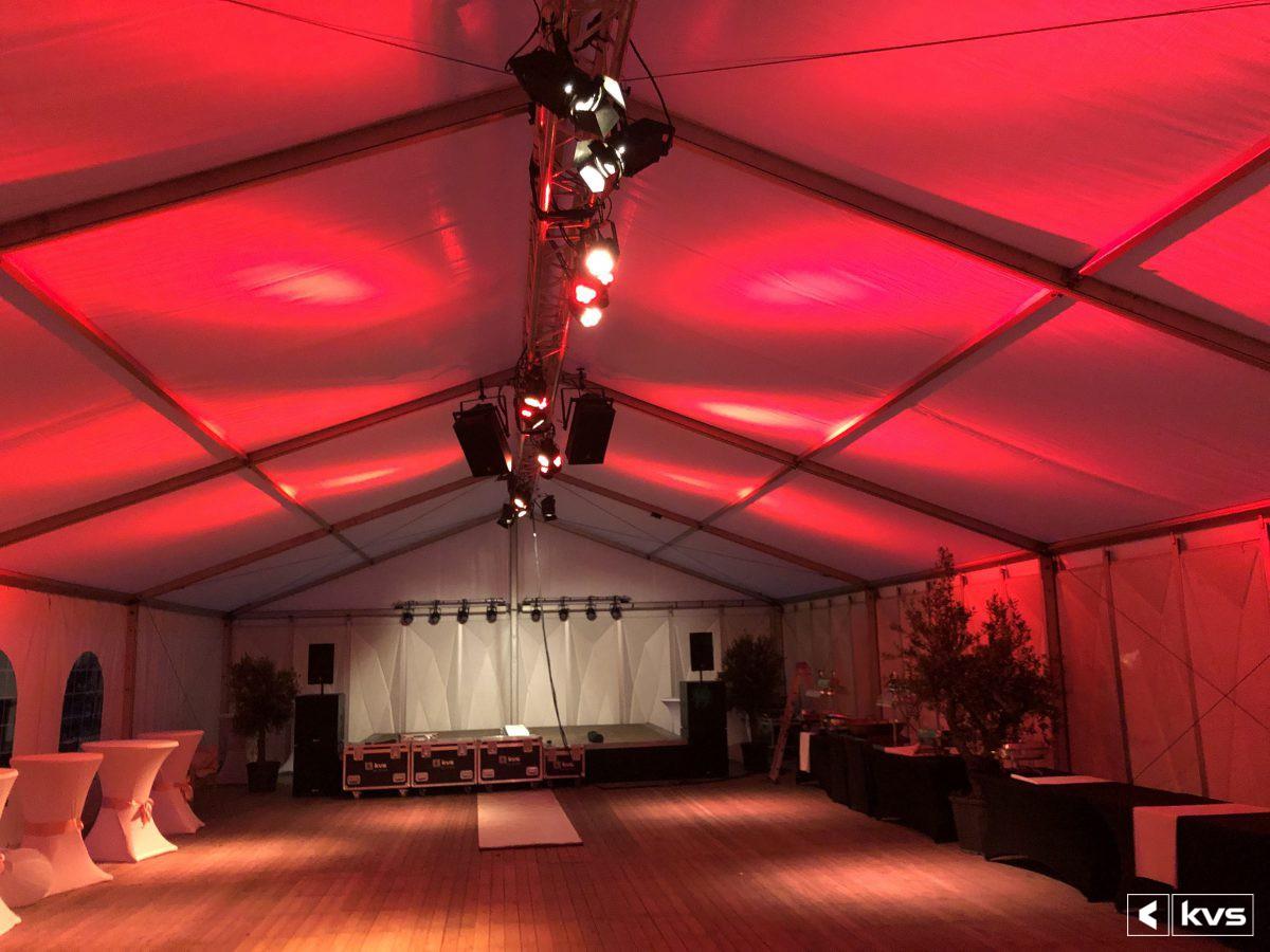 Techniek voor bruiloft in ALU-frame tent